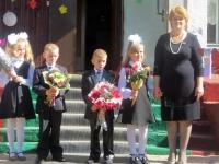 1 класс и их первая учительница