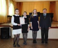 В.В. Ильин – председатель жюри, Заслуженный работник культуры РФ и наши девочки
