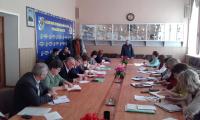 Перед директорами школ выступает В.П. Трухин