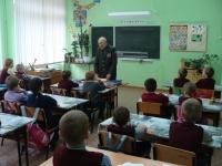 reg-school.ru/tula/yasnogorsk/revyakino/sobytiya/20150429vstrechasveteranomimage001.jpg