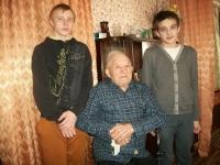 reg-school.ru/tula/yasnogorsk/borovkovskaya/novosti/20150330newsv-gostyax-u-veterana-efremova-vasiliya-petrovicha.jpg