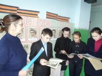 reg-school.ru/tula/yasnogorsk/spicino/16-04-15-ekspoziciya-yunye-geroi-vojny1.JPG