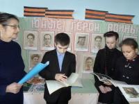 reg-school.ru/tula/yasnogorsk/spicino/16-04-15-ekspoziciya-yunye-geroi-vojny2.JPG