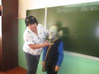 Учитель ОБЖ Глядковской СШ Васюнина М.В. проводит урок безопасности
