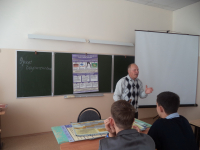 Преподаватель ОБЖ Сотницынской СШ Шишкарёв М.Г. на открытом уроке ОБЖ