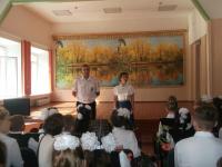 Открытый урок ОБЖ в Малостуденецкой СШ проводит капитан полиции Теренин А.С.