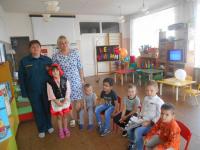 Медицинская сестра ПСС на воде  Сасовского района Зеленина Т.В. проводит занятие во Фроловском детском саду
