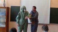 одевание защитного костюма