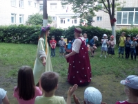 Тетушка Арина на празднике Троицы