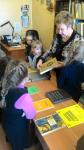 1а класс (кл. руководитель Коваленко М.И.) в школьной библиотеке с Бреевой Л.Н.