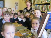1б класс (кл.руководитель Гончарова Н.А.) в школьной библиотеке