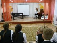 Выступление выпускниц 2013 г. Е. и С. Шувариковых.