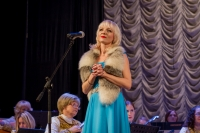 _MG_0306 поет солистка оркестра Екатерина Залётова