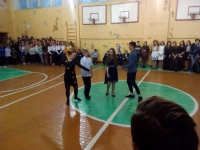 учащиеся 7А класса танцуют вальс2