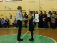 ученики 9Б класса танцуют вальс