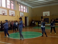 танец в исполнении 9А